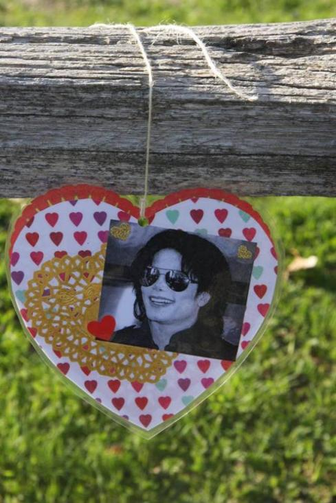 St Valentin de Michael ! - Page 2 Valentines-day-at-neverland-ranch-via-gabriella-toth-on-fb